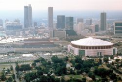 800px-Atlanta_skyline_with_sports_complexes.jpg